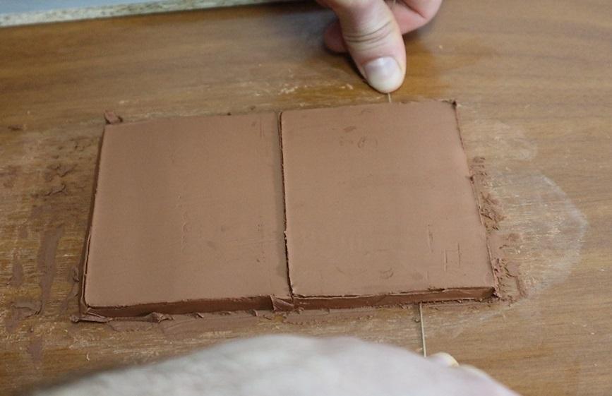 Truco del hilo para separar las planchas de arcilla sin deformarlas